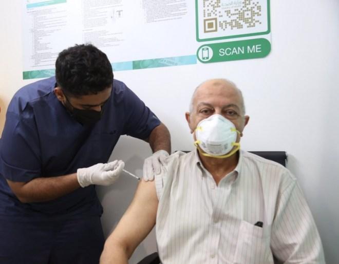 بدء إعطاء لقاح كورونا في مركز اللقاحات بمقر جامعة أم القرى