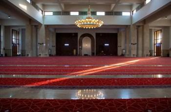 سجاد فاخر مقاوم للبكتريا في مسجد ميقات قرن المنازل لاستقبال الحجاج