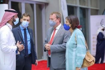 السفير الألماني يزور المزاد الدولي لمزارع إنتاج الصقور - المواطن