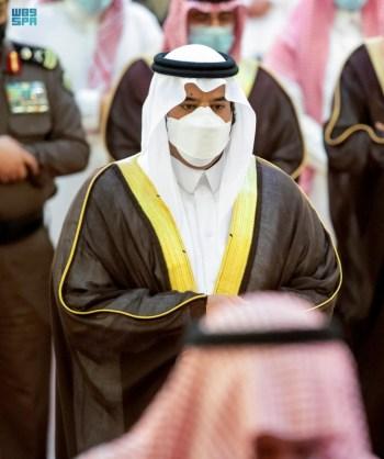 سمو أمير الرياض بالنيابة يؤدي صلاة الميت على سمو الأميرة دلال بنت سعود بن عبدالعزيز