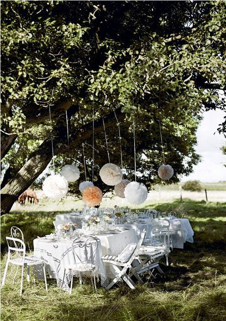 Anímate a utilizar pompones para decorar la mesa de tu Primera Comunion