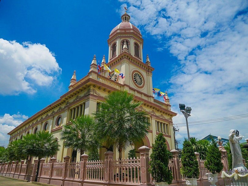Originally constructed around 1770, the Santa Cruz Church has since been rebuilt and embellished.