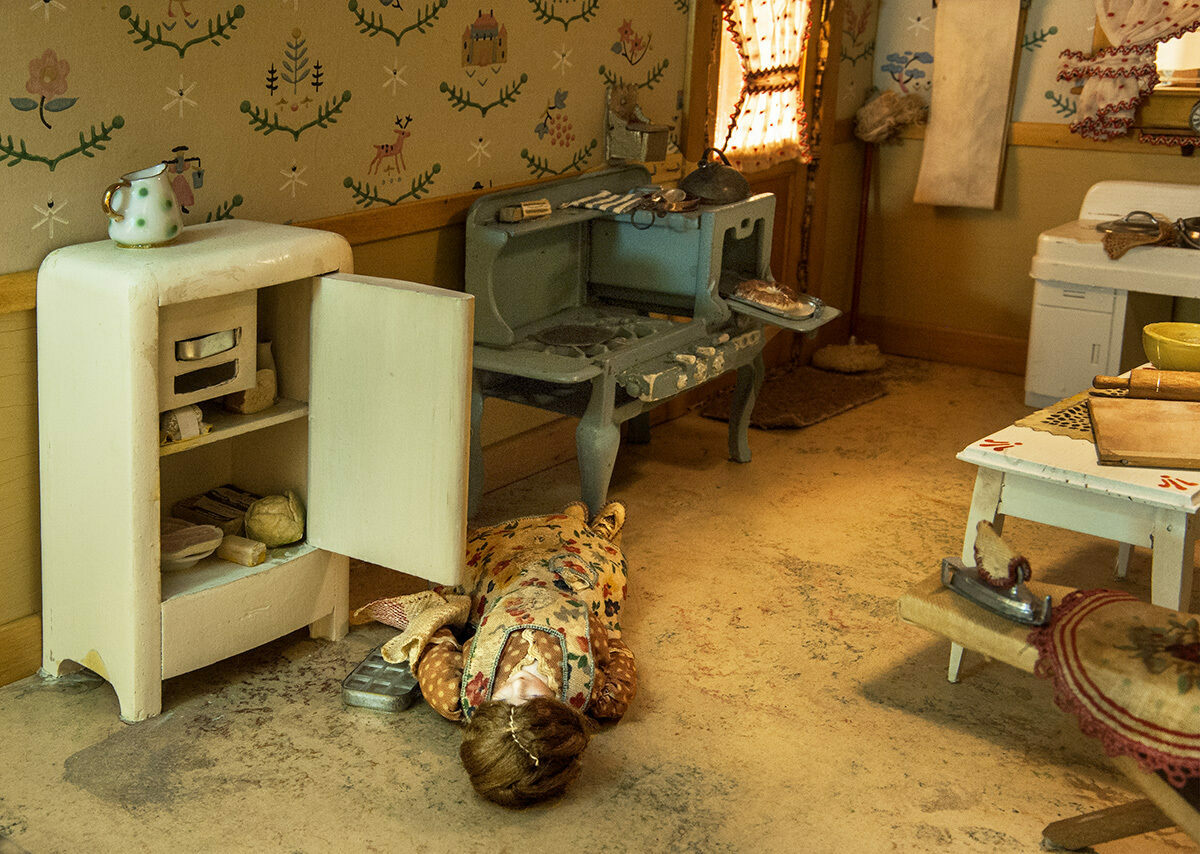 The Grim Crime Scene Dollhouses Made By The Mother Of