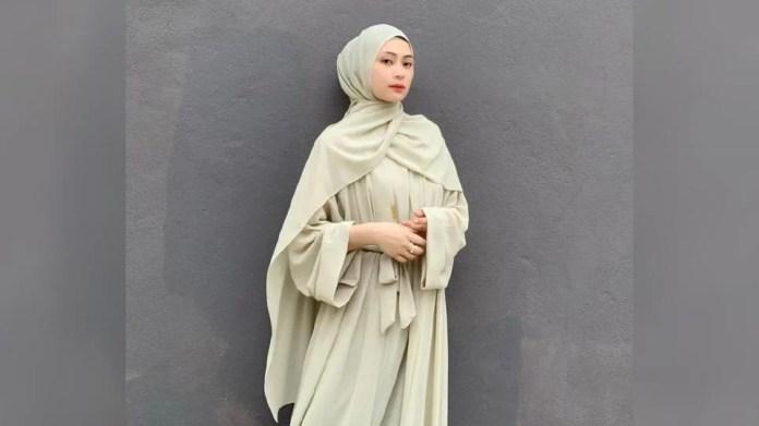 Adira Suhaimi terhutang budi dengan kelab peminat, Adirafansclub yang bertungkus lumus mengundi hingga mengangkatnya Penyanyi Wanita Popular, ABPBH pada 2014 dan 2015. - Foto IG Adira