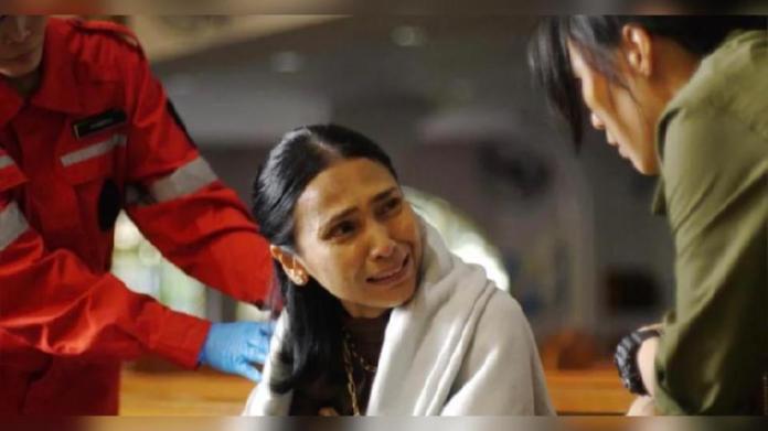 Antara babak lakonan Aida Aris sebagai pesakit kanser dalam drama The Bridge musim kedua. - Foto Double Vision