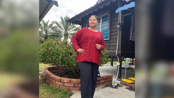 Selain menjadi penerbit, Anne aktif berlakon dalam drama seperti foto ini yang dirakam di salah sebuah lokasi penggambaran di Tanjung Karang, Selangor. Foto IG Anne Abdullah