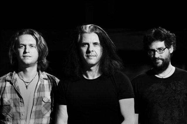 TESTAMENT Guitarist's ALEX SKOLNICK TRIO To Release 'Live Unbound' In September