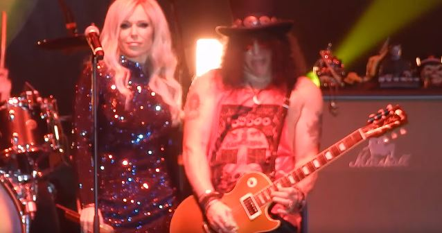SLASH Joined By Polish Pop Star DODA For Performance Of GUNS N' ROSES Classic (Video)