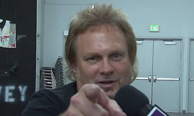 MICHAEL ANTHONY On VAN HALEN: 'We Weren't Just A Bunch Of Sloppy Musicians On Stage Drinking'