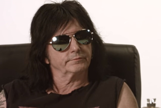 THERE. GUNS Singer launches the shade at MÖTLEY CRÜE for the cover