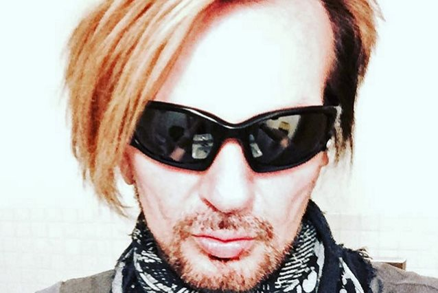 POISON Drummer RIKKI ROCKETT Says That He Is Now 'Cancer Free'
