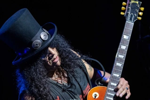 SLASH FEATURING MYLES KENNEDY AND THE CONSPIRATORS: New Trailer For 'Living The Dream Tour' DVD