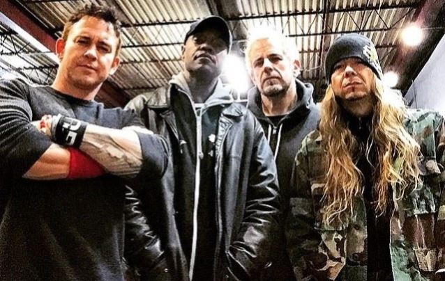 STUCK MOJO Parts Ways With Vocalist BONZ, Bassist COREY LOWERY; New Album To Arrive Next Year