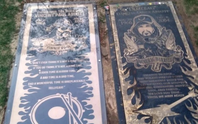 Here Are New Photos Of VINNIE PAUL's And DIMEBAG's Gravesite