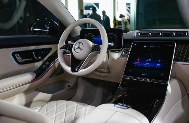 Daimler AG Unveils New Mercedes Benz S-Class Hybrid at Automaker's Carbon Neutral Factory