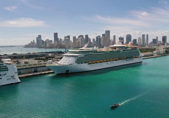Royal Caribbean Cruises venderá ações para saldar dívidas importantes decorrentes da pandemia