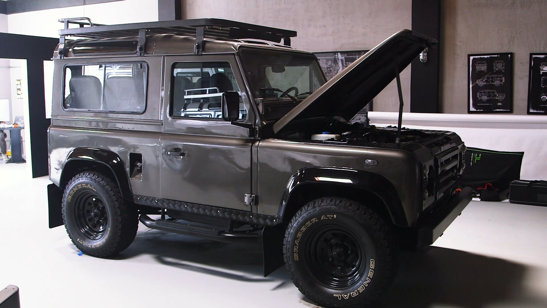How to Buy a Custom Land Rover Defender in the U S – Bloomberg