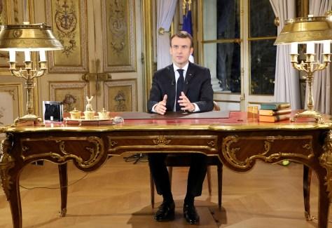 12月10日に国民に向けて演説するマクロン仏大統領 写真家:Ludovic Marin / AFP /ゲッティイメージズ
