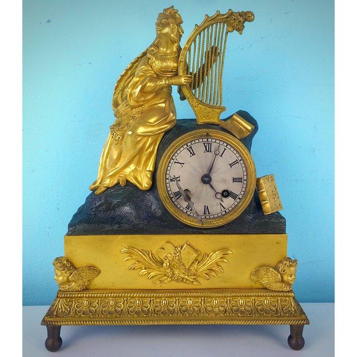 femme a la harpe pendule francaise