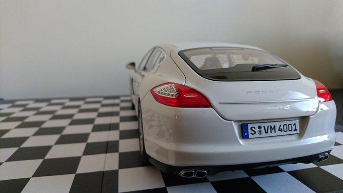 Carrara White Porsche Panamera 2017