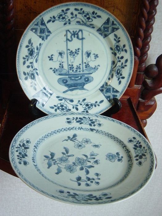 Saucers (2) - Blue and white - Porcelain - Qianlong - China - 18th century - Catawiki