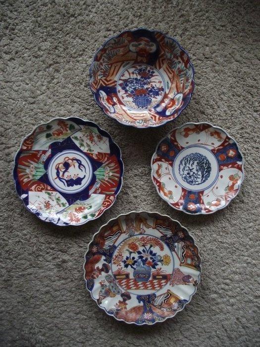 Trio Imari plates + bowl - Porcelain - Japan - Meiji period (1868-1912) - Catawiki