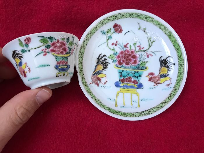 Unusual Famille rose tea bowl and saucer - Porcelain - China - Yongzheng (1723-1735) - Catawiki
