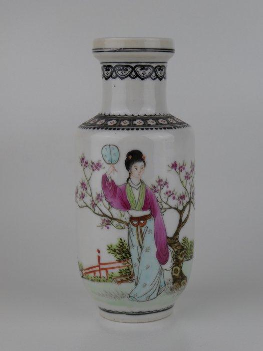 Vase - Famille rose - Porcelain - Fine quality miniature vase with Qianlong mark - China - Second half 20th century - Catawiki
