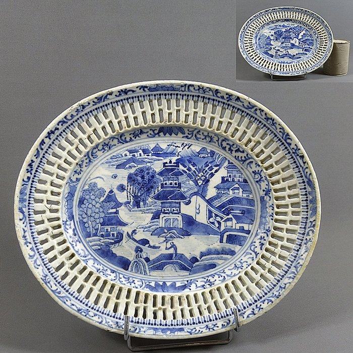 Dish, open-winged - Blue and white - Porcelain - Lake landscape - China - Qianlong (1736-1795) - Catawiki