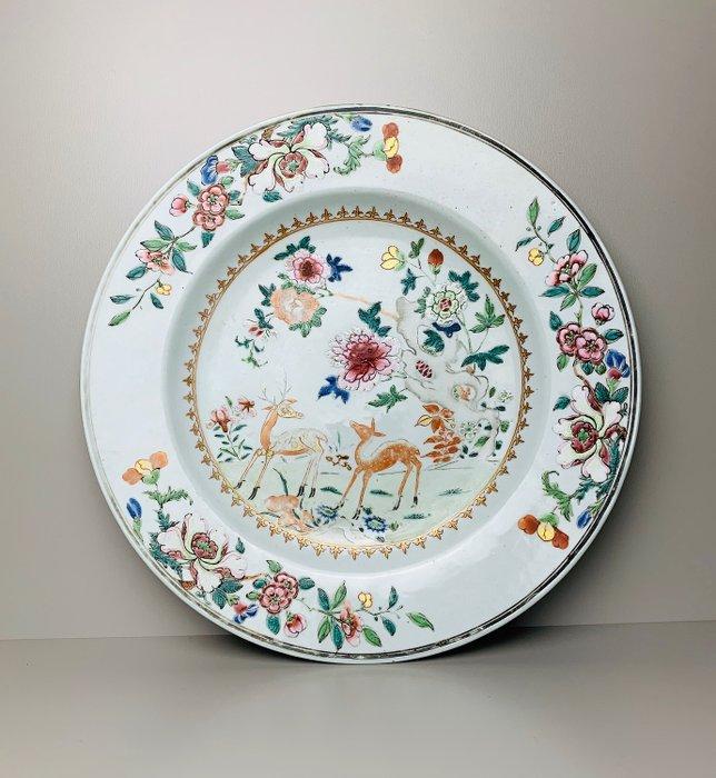 Large Famille Rose Deer charger - Porcelain - China - Qianlong (1736-1795) - Catawiki