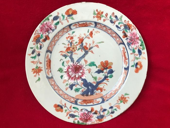 Famille Rose plate decorated with peonies - Porcelain - China - Qianlong (1736-1795) - Catawiki