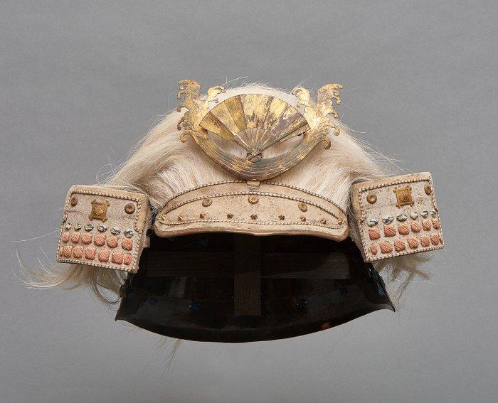 samurai helmet - metal - Samurai - Rare Kabuto-helmet with bleached horse-tail hair (sōgō), with fan shaped maedate - Japan - Late Edo period