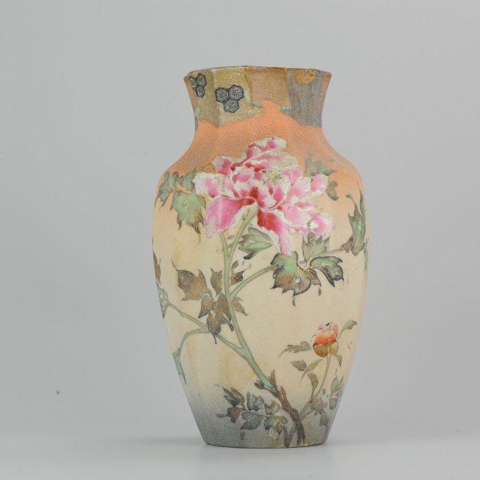 Vase - Porcelain - Antique 19th Century Japanese Takeuchi Chubei Vase Richly Relief Decor Marked - Japan - Meiji period (1868-1912) - Catawiki