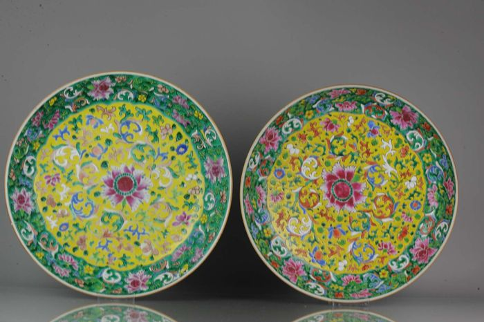 Charger - Famille rose - Porcelain - 37.5 & 36.1 CM 18th Century Chinese Porcelain Pre Bencharong Famille - China - Qianlong (1736-1795) - Catawiki