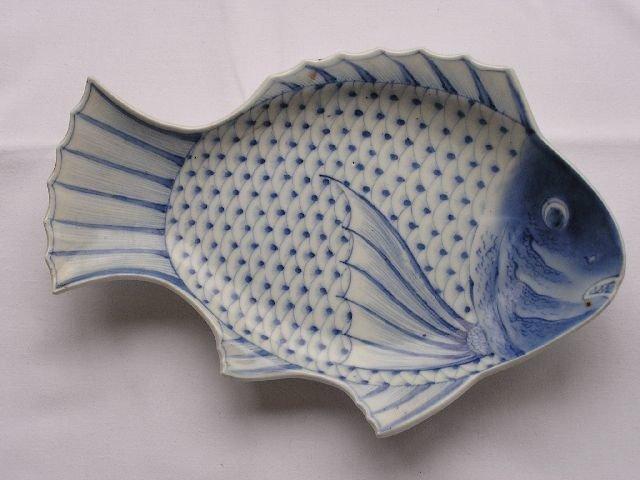 Plate (1) - Arita - Porcelain - Fish-shaped with Chinese Wanli mark - Japan - Late Edo period