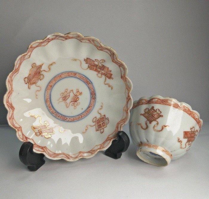 Saucer, Tea cup (2) - Lron red - Porcelain - 2 - China - Kangxi (1662-1722) - Catawiki