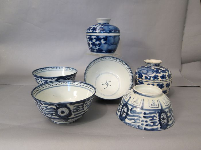 Ming-style bowls 4x and 2 lid jars (6) - Porcelain - China - late 19th early 20th century - Catawiki