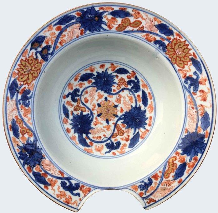 A large imari barber bowl - Porcelain - China - Kangxi (1662-1722) - Catawiki
