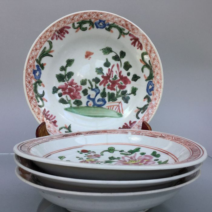 Antique set famille rose plates (3) - Famille rose - Porcelain - China - 19th century - Catawiki