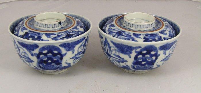 Bowl (2) - Porcelain - Arita, Imari, kenru nensei circa 1780 decorated with Shi Shi - Japan - 18th century - Catawiki