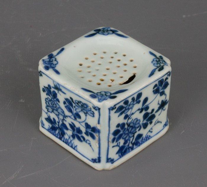 Sander - Blue and white - Porcelain - China - Kangxi (1662-1722)