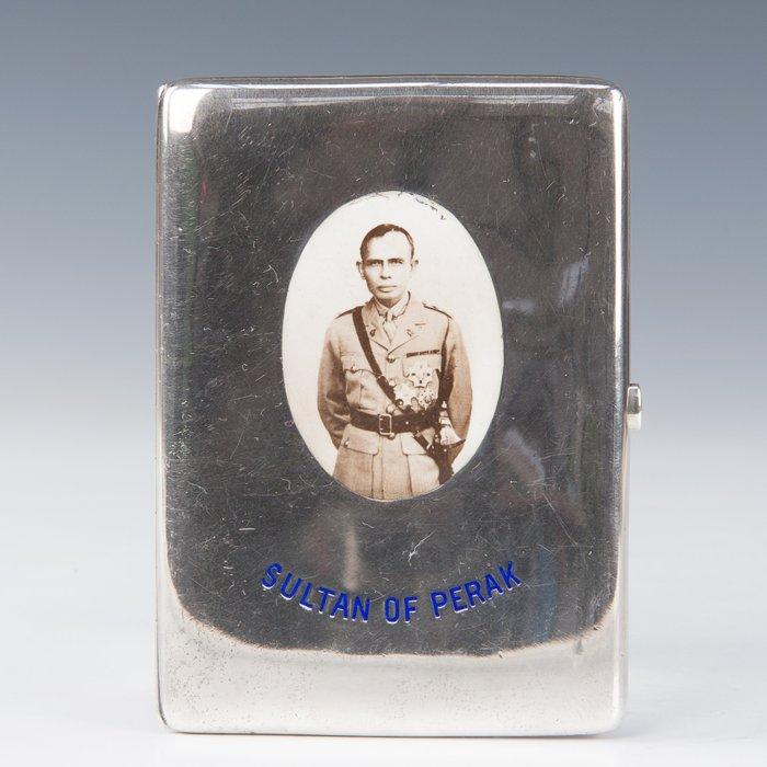 Cigarette box with enamel plaques (1) - Silver - Sultan or Perak - United Kingdom - First half 20th century