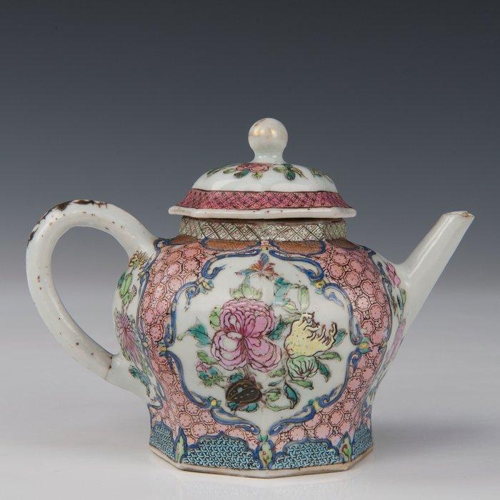 Octagonal teapot (1) - Famille rose - Porcelain - Flowers with butterflies in panels - China - Yongzheng (1723-1735) - Catawiki