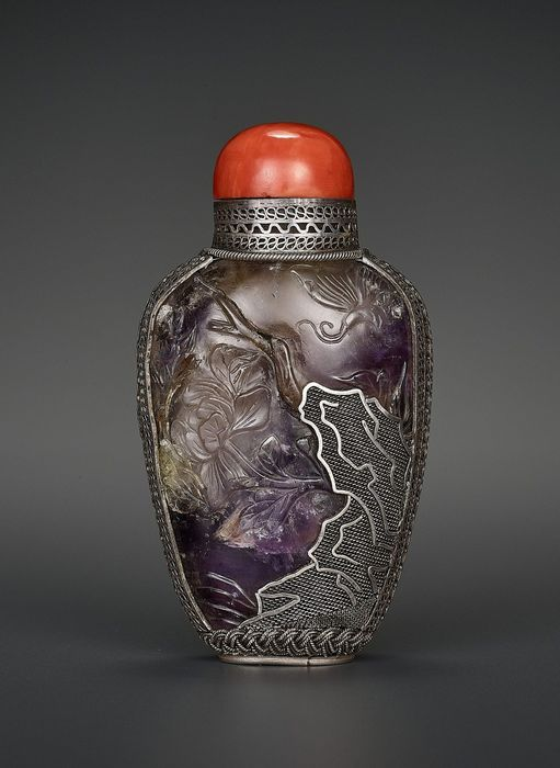 Snuff bottle - Amethyst, Silver - China 19th century : AN AMETHYST AND SILVER SNUFF BOTTLE - China - Qing Dynasty (1644-1911)