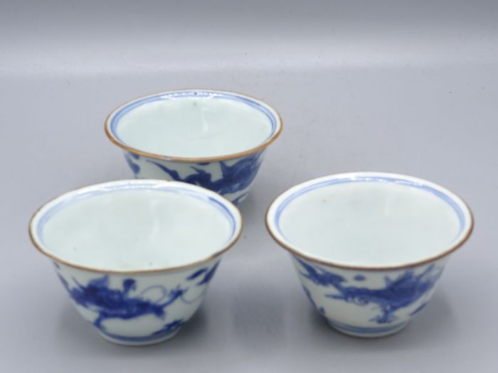 Three cups - one dated 1666 - Blue and white - Porcelain - China - Kangxi (1662-1722) - Catawiki