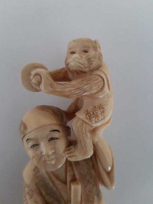 Okimono - Marine ivory - Japan - Meiji period (1868-1912) - Catawiki
