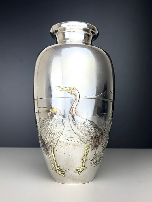 Pure Silver vase with cranes in gold and copper - 純銀 秋田竹谷製 Jungin Akita Takeya-sei - Copper, Gold, High-grade silver - Japan - 1930 - Catawiki