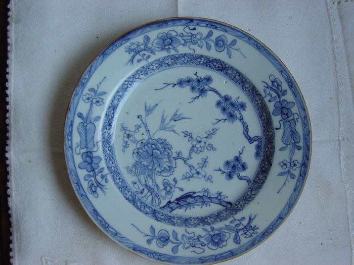 Saucer (1) - Chinese export - Porcelain - Qianlong Three frinds of Winter - China - 18th century - Catawiki