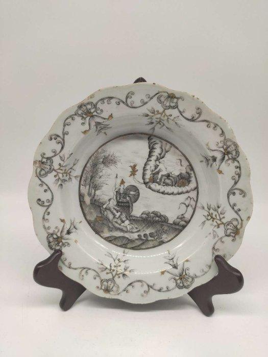 Deep plate (1) - grayness - Porcelain - Chinese export, European theme - China - Qianlong (1736-1795) - Catawiki