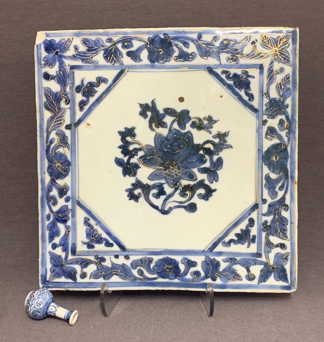 Tile - Porcelain - Large - Lotus - Gold - China - Kangxi (1662-1722) - Catawiki